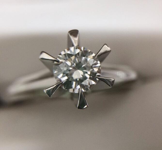 ダイヤモンドリング 立爪ダイヤ ラウンドブリリアントカット